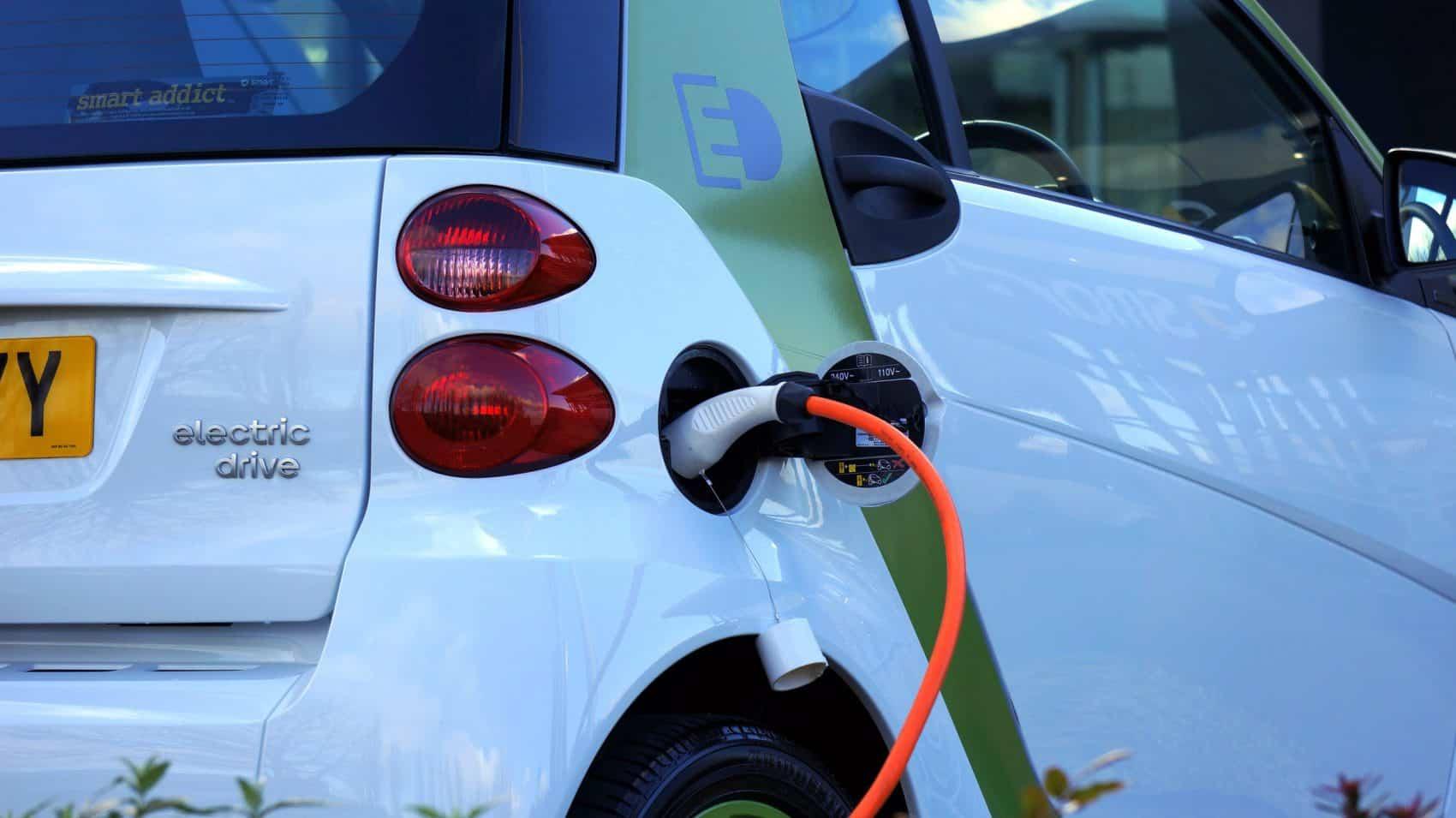 אימוץ תעשיית הרכב החשמלי
